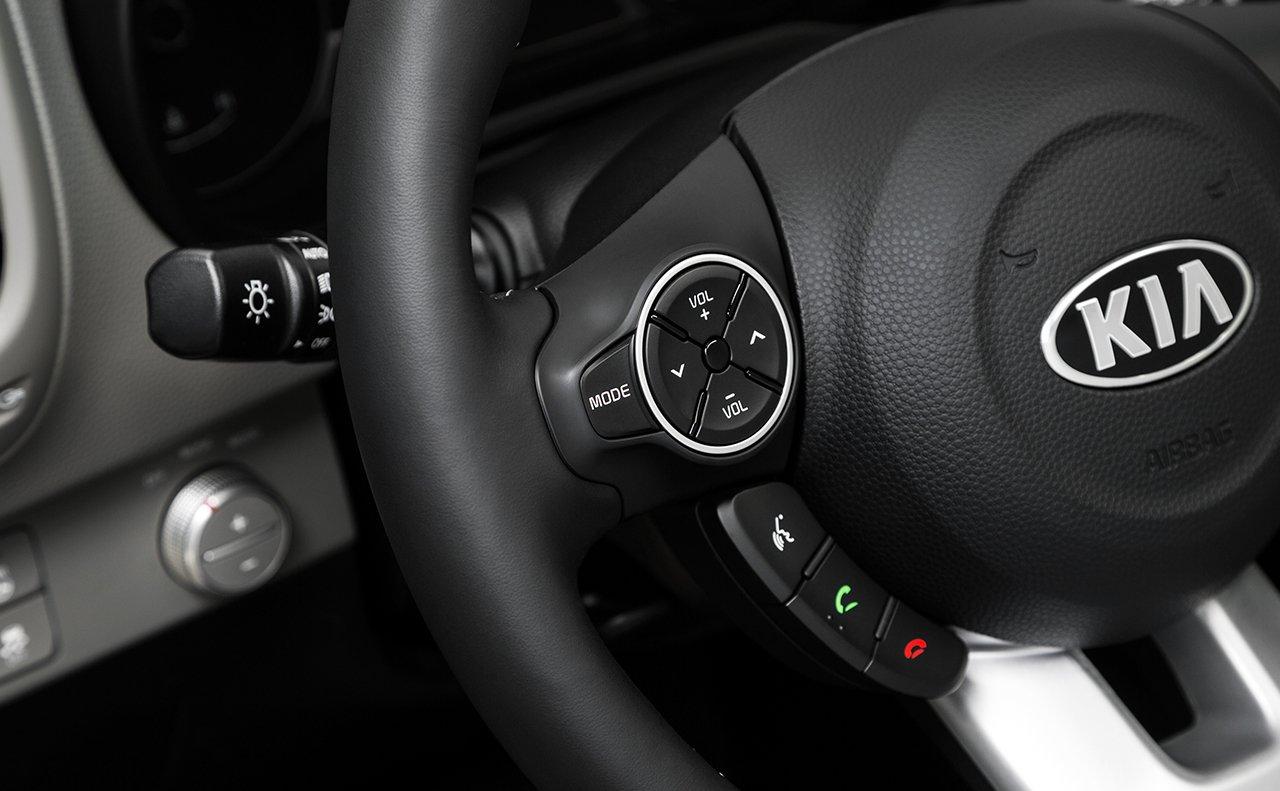 gallery_soul_2017_interior_steering-wheel-mounted-controls--kia-1280x-jpg